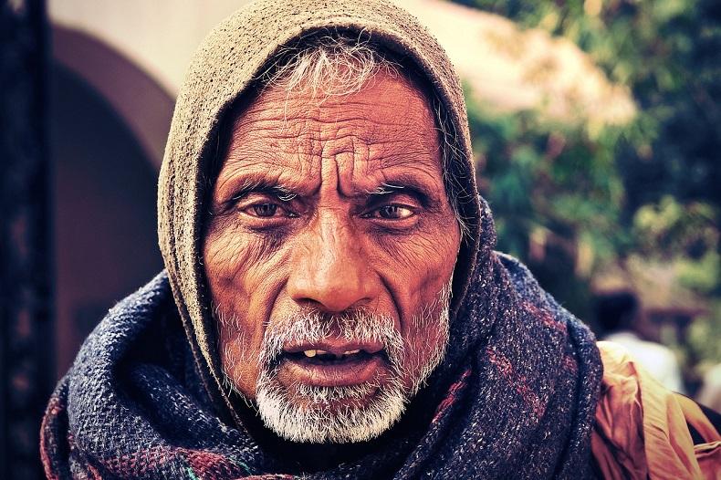 インド人の老年男性の顔アップ