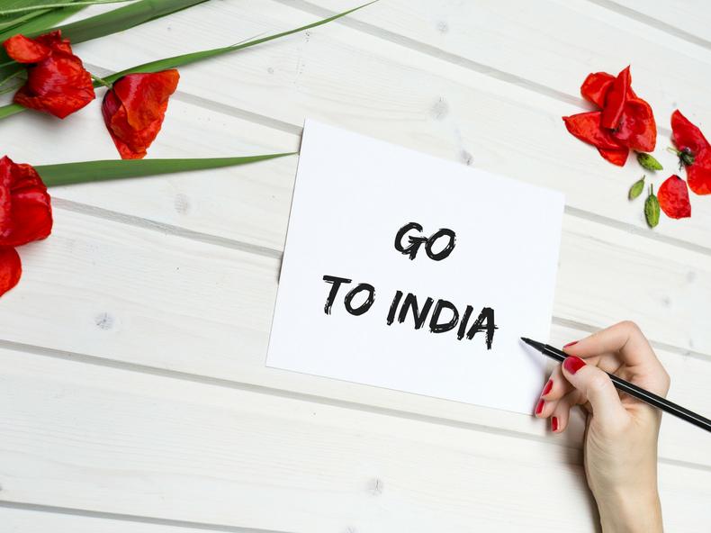 赤い花と手書きのメッセージ