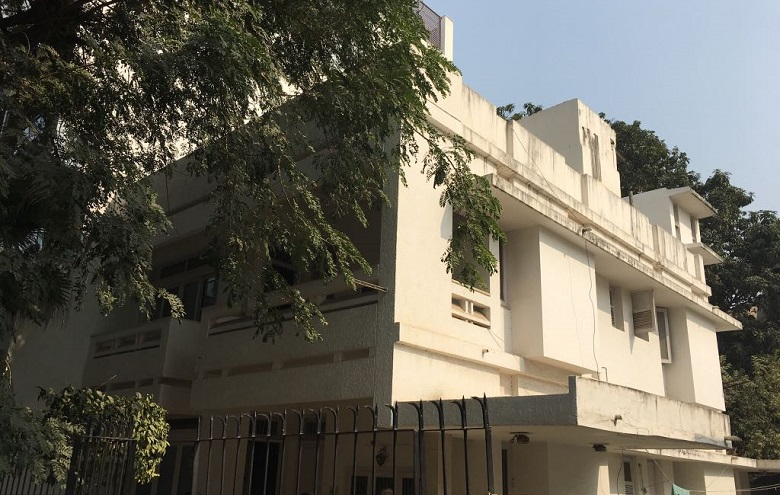 インドの高級住宅地に立つ一軒家の外観