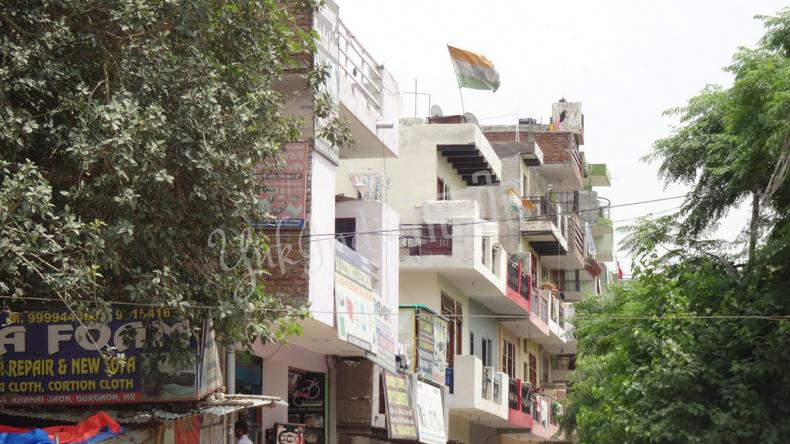 インドの国旗を掲げている住宅