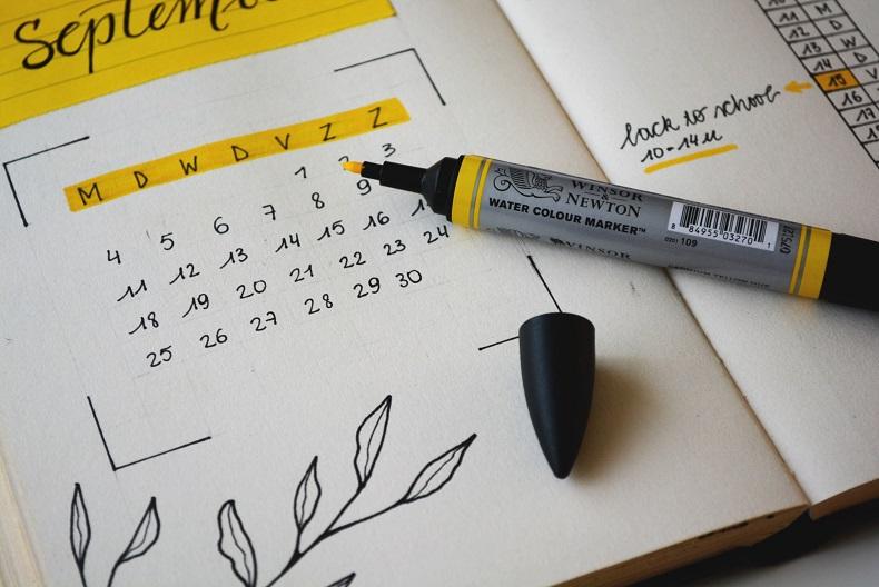 蛍光ペンでマーキングしたカレンダー