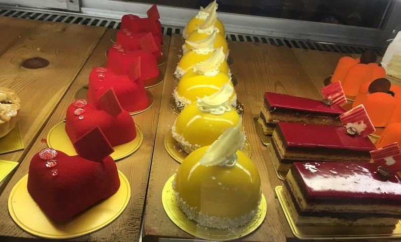 インドのグルガオンGalleriaにあるTheCake City Patisserieのケーキ