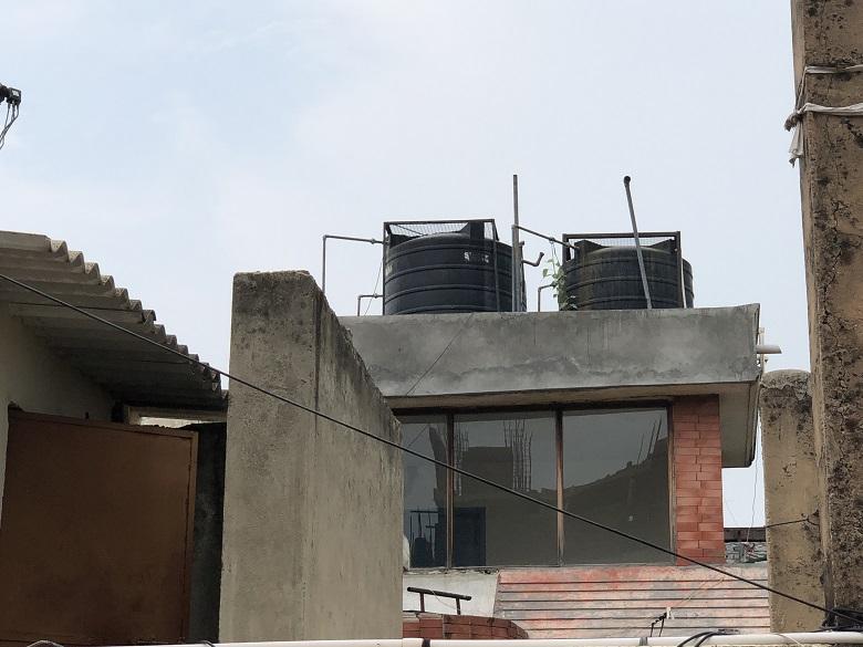屋上の貯水タンク